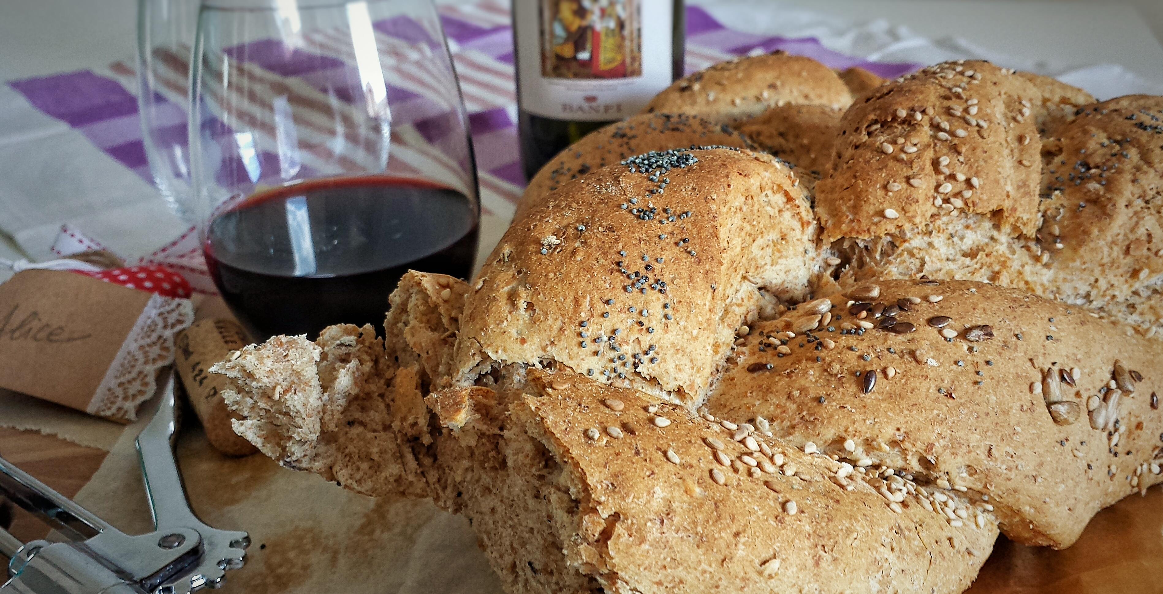 Treccia di pane integrale ai tre semi