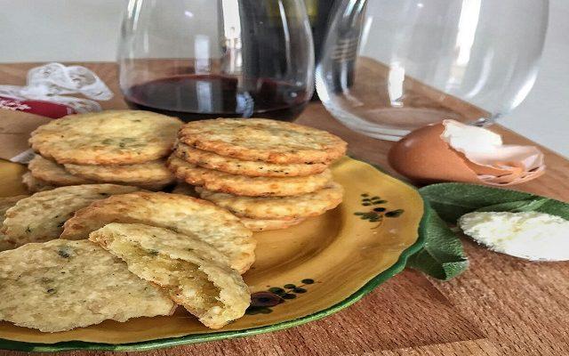 Biscottini parmigiano e salvia