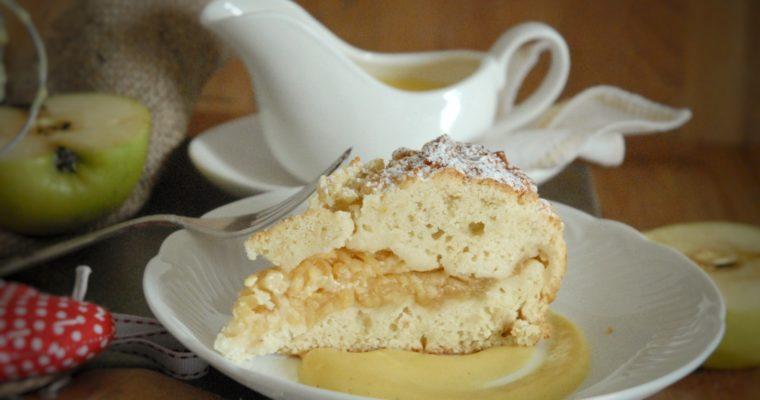 Torta di mele grattugiate e grano precotto con crema inglese