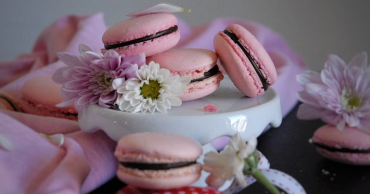 Macarons con ripieno al cioccolato fondente