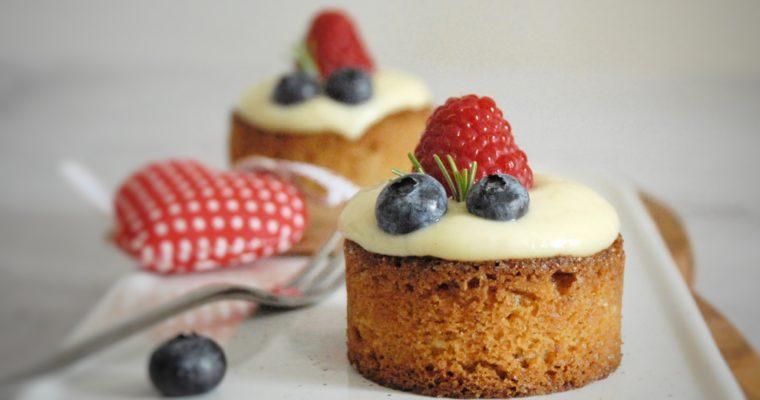 Tortine di sablé breton con crema diplomatica e frutti di bosco