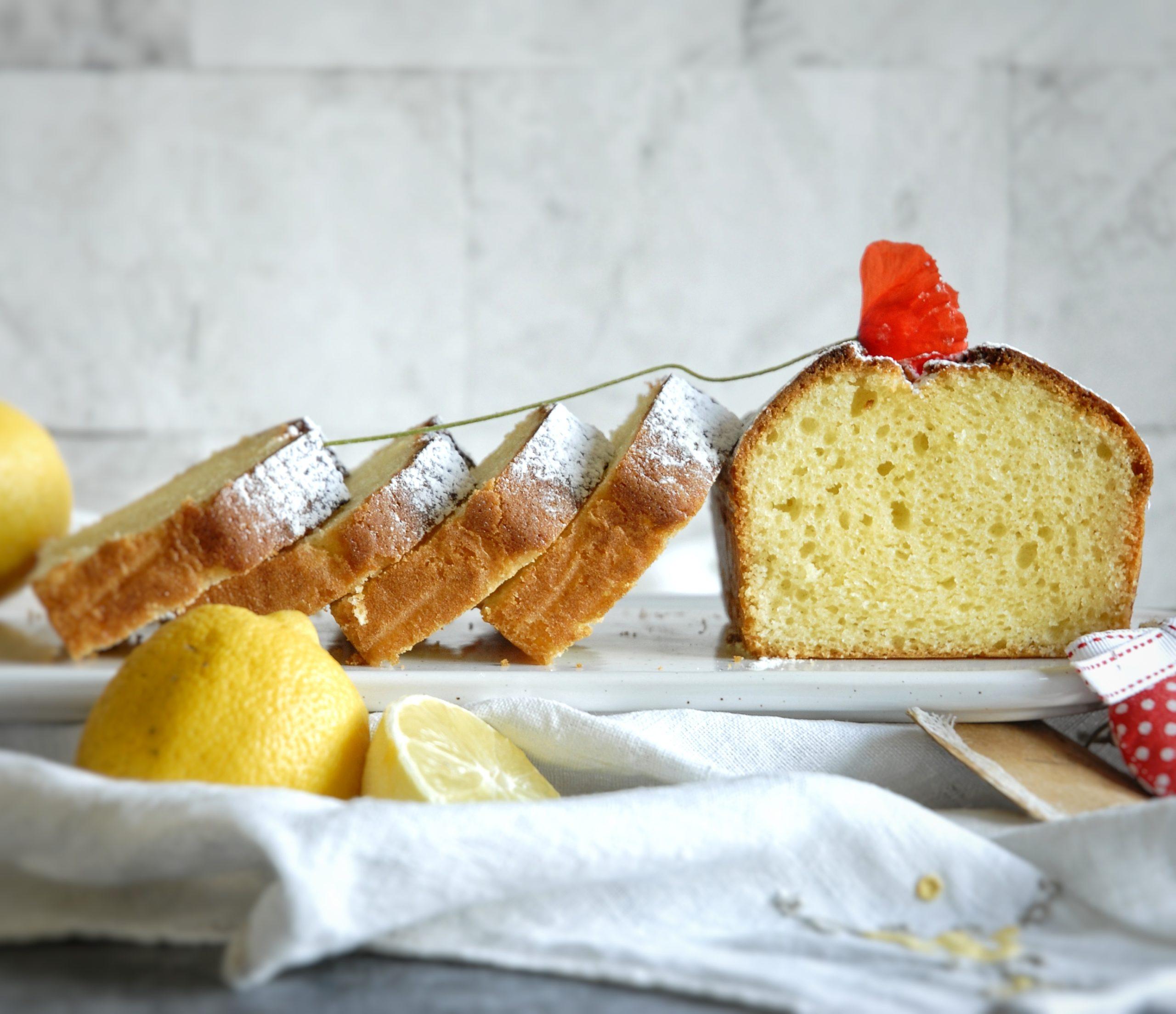 Plumcake al limone con yogurt