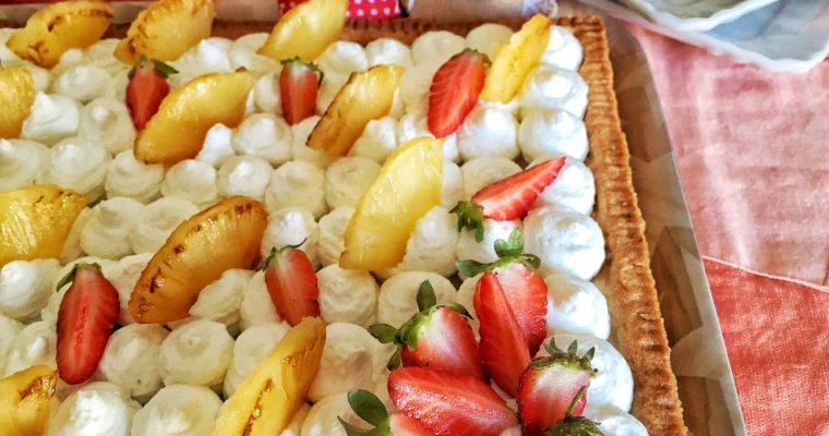 Crostata ananas e fragole con mousse bianca