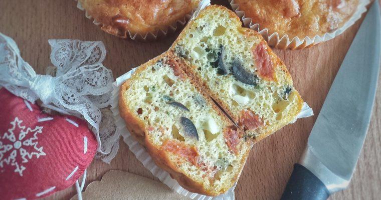 Muffin salati con pomodori secchi, feta e olive