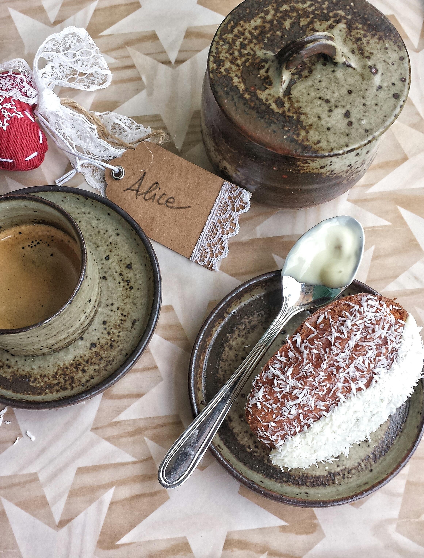 Madeleines al cocco e cioccolato bianco