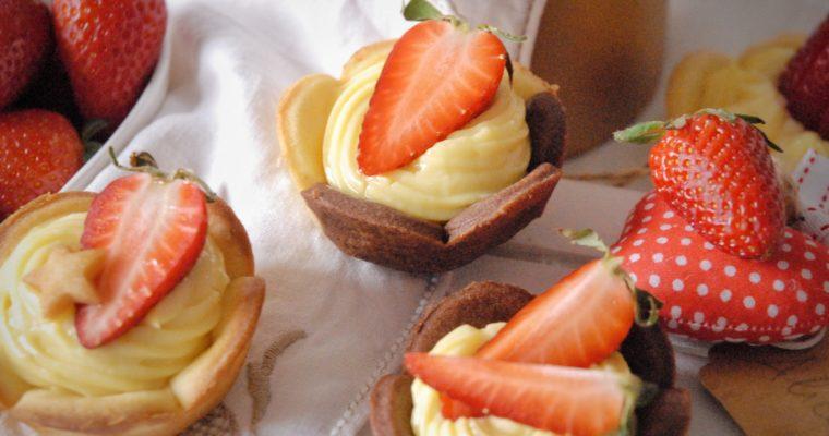 Cestini di frolla con crema e frutta fresca