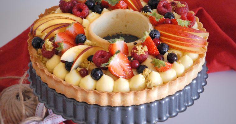 Crostata con crema, cioccolato, pistacchio e frutta fresca