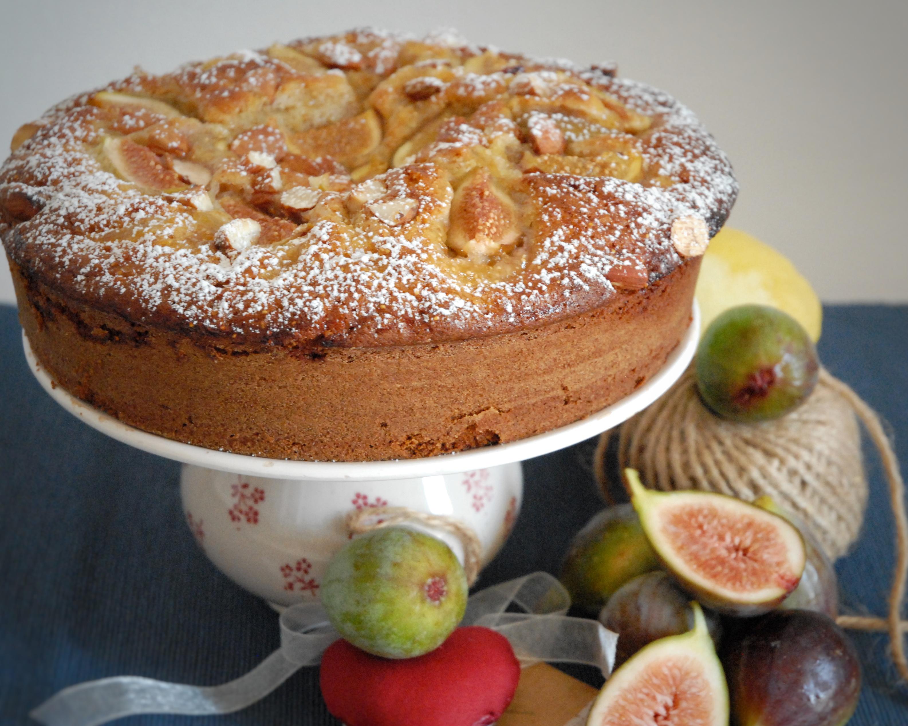Torta semi integrale ai fichi, miele e mandorle