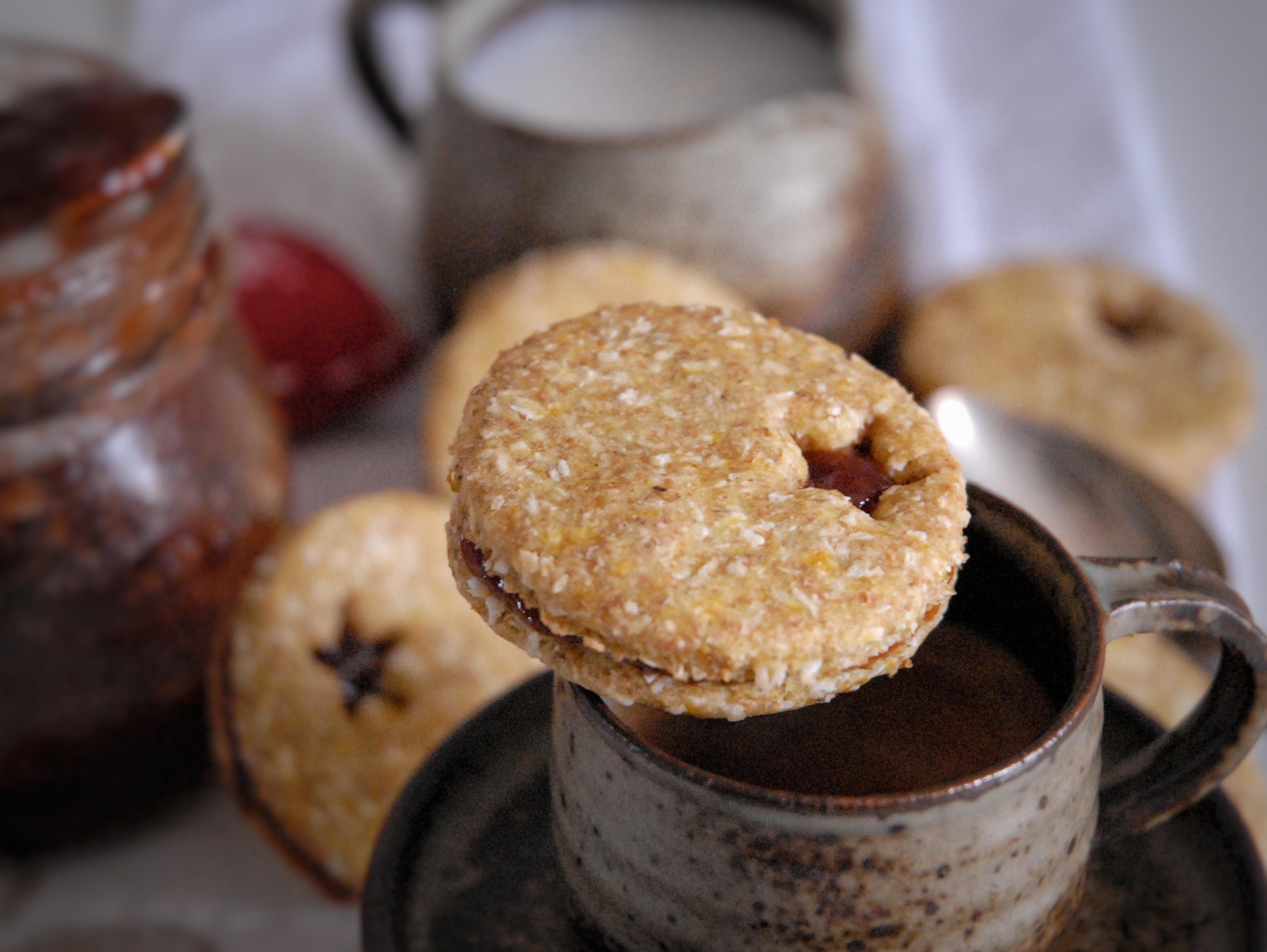 Biscotti zucca e cocco con confettura di albicocche