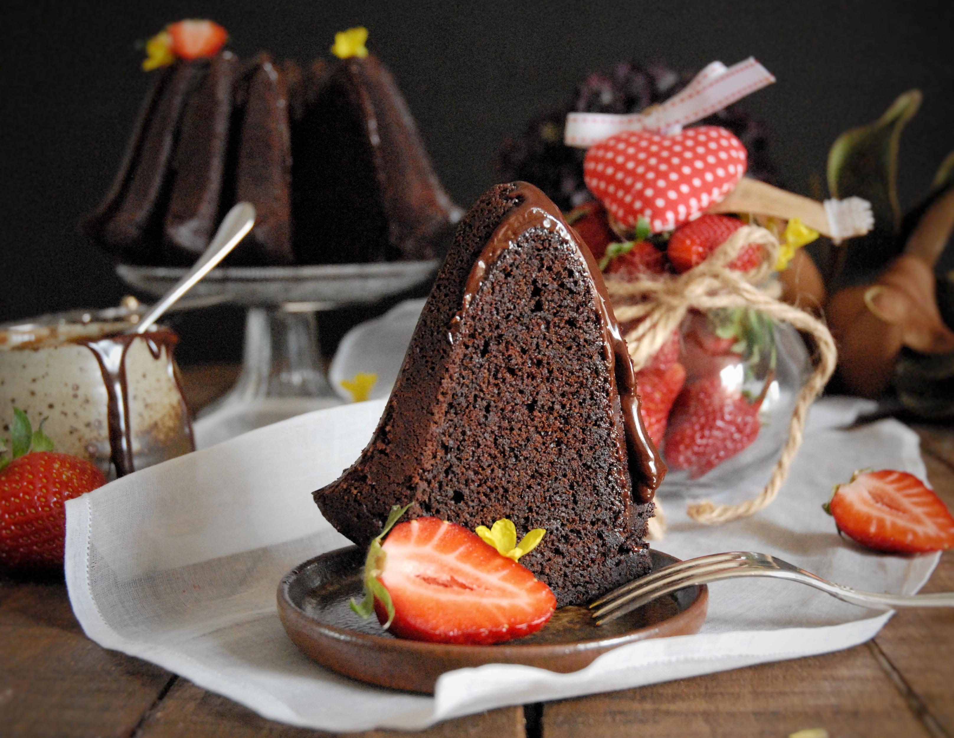 Bundt cake al cioccolato con glassa fondente