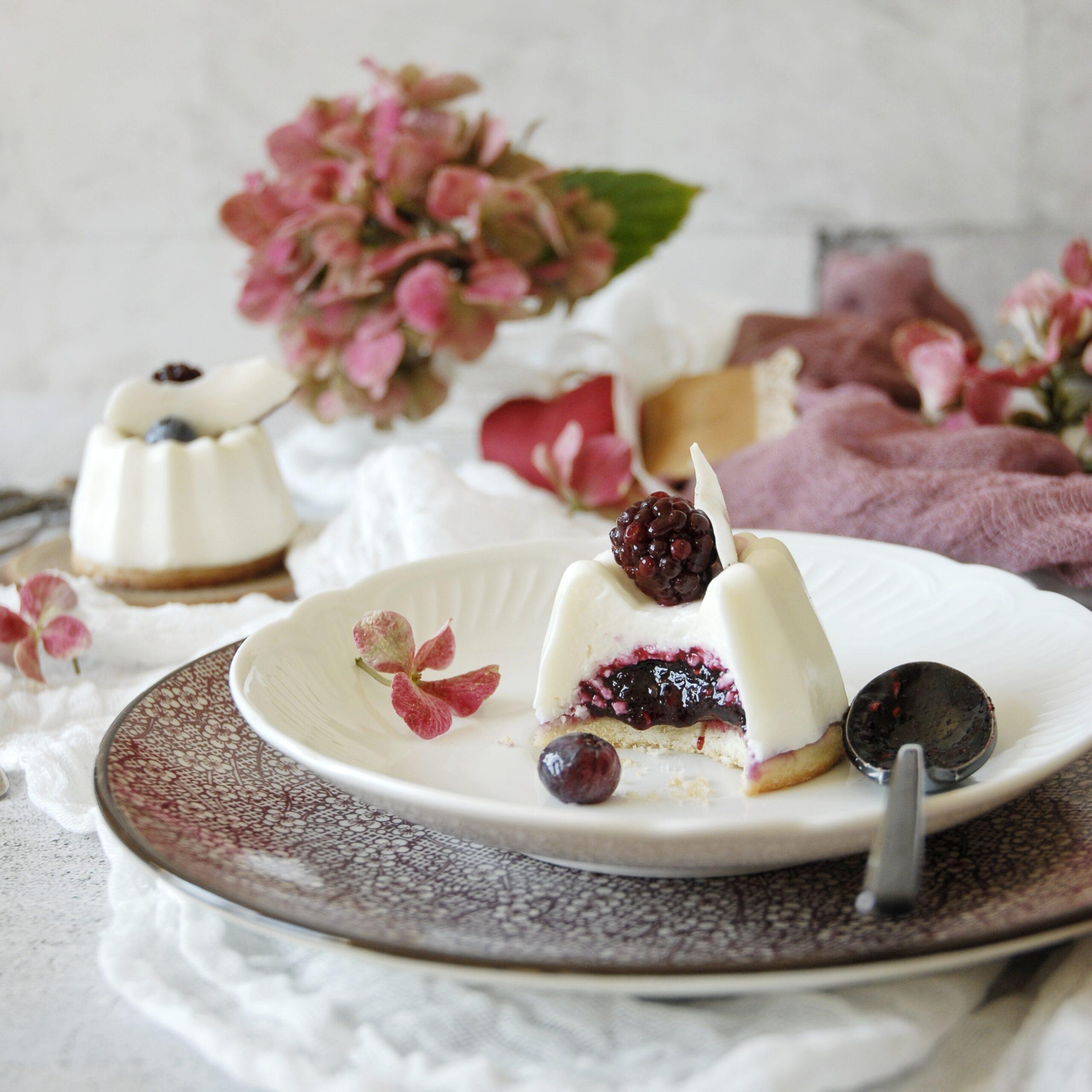 Panna cotta alla crema di cocco e frutti di bosco