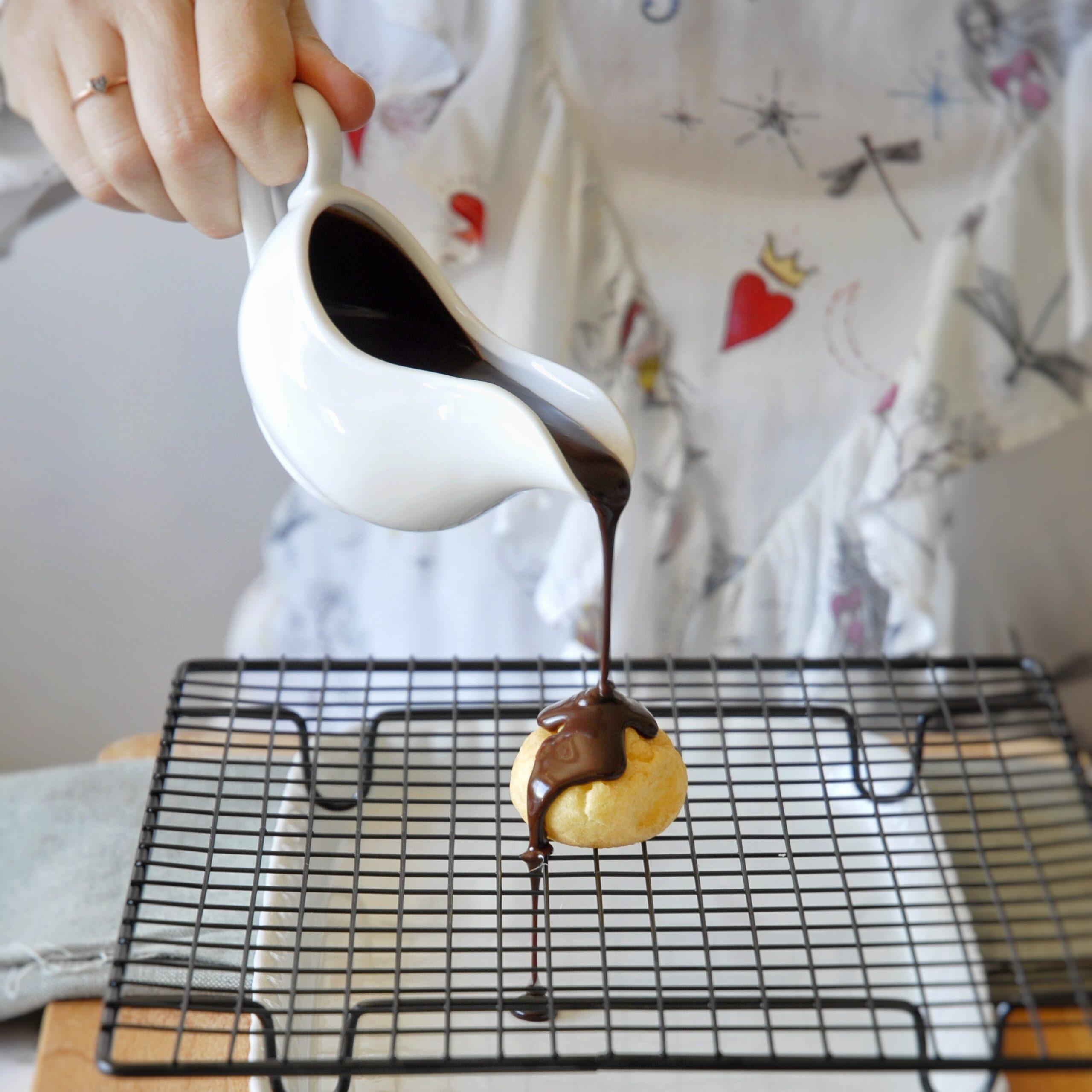 Glassa al cioccolato per profiterole