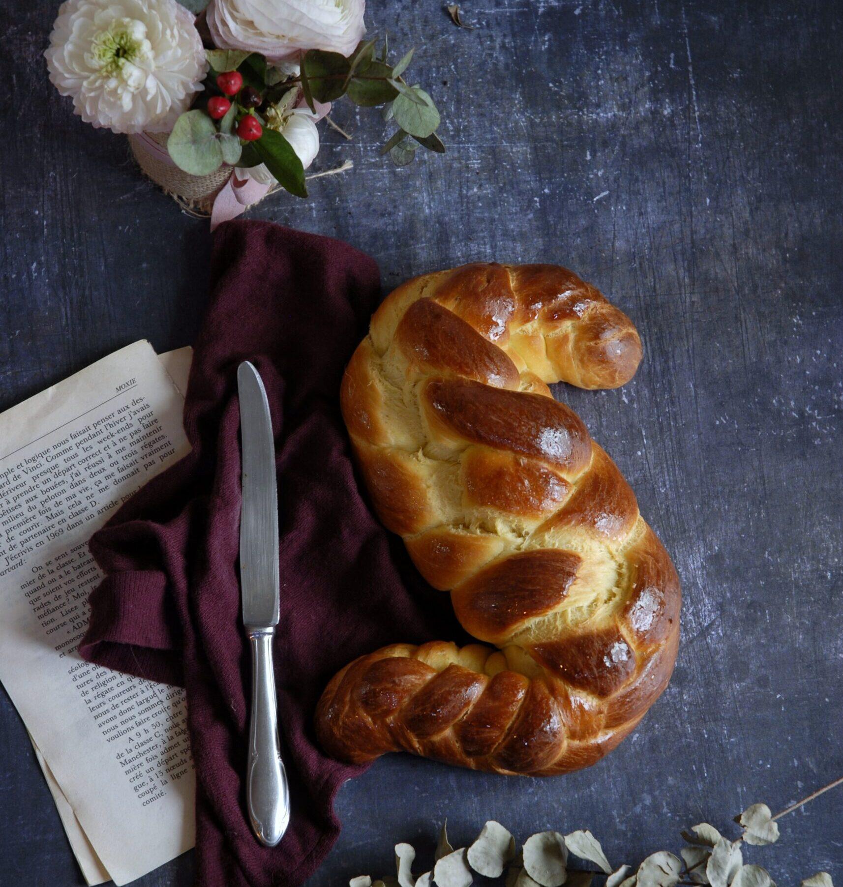 Treccia di pan brioche a cinque capi