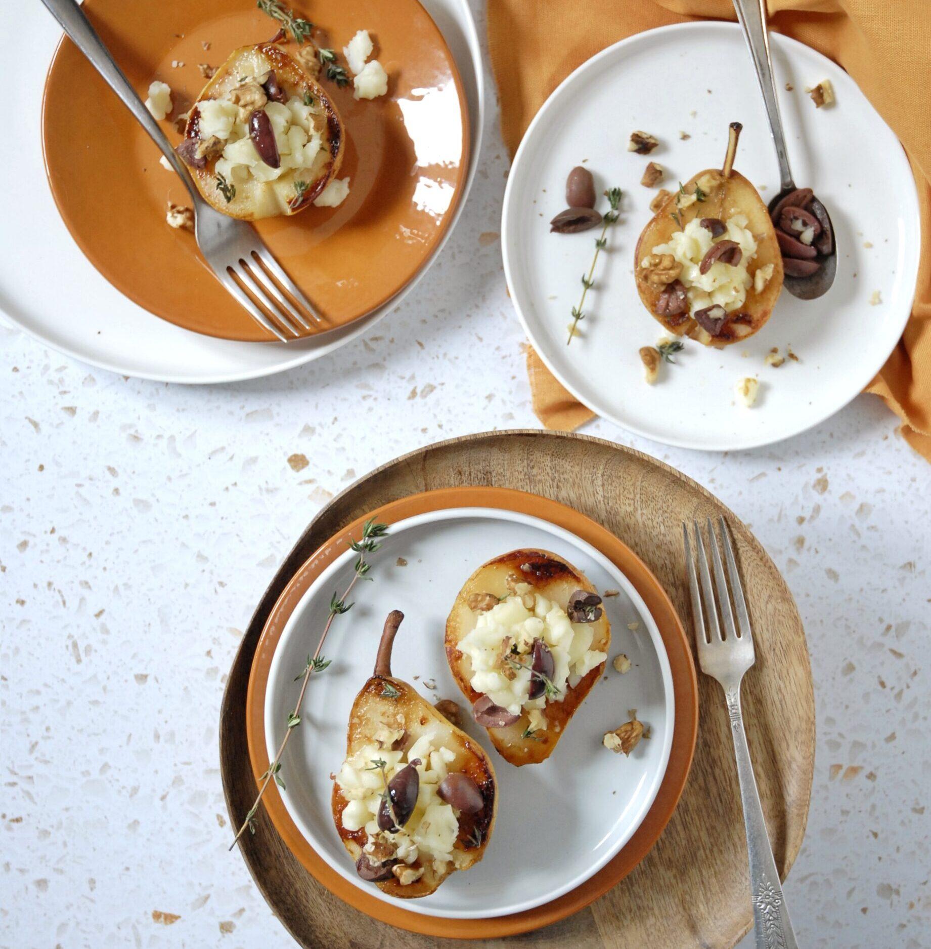 Pere arrosto con briciole di pecorino, olive taggiasche, miele e noci
