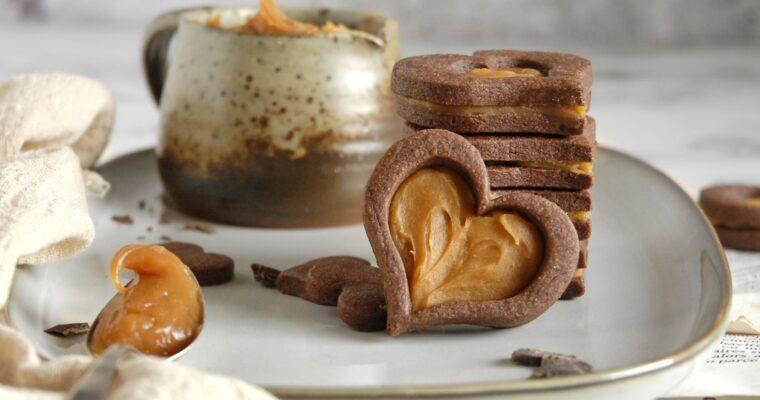 Cuori di frolla al cacao con mou al sale