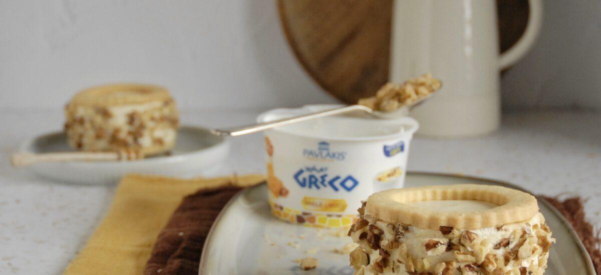 Bavarese in biscotto con yogurt greco miele e noci