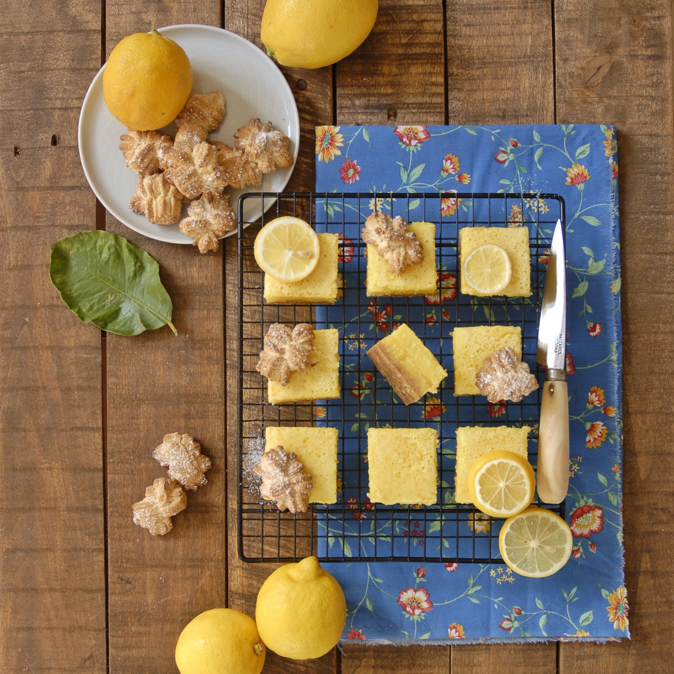 Lemon bars con base di biscotti