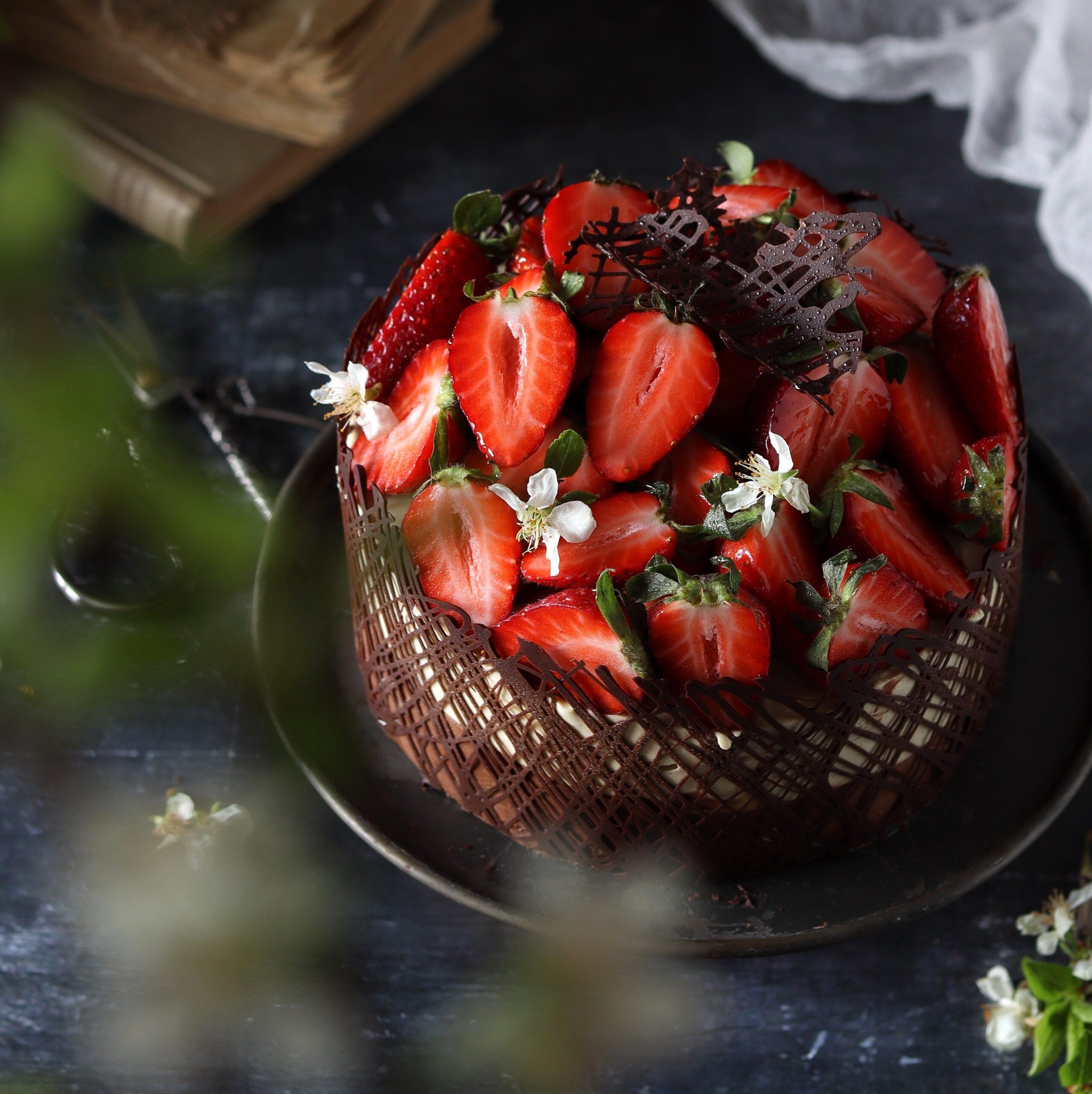Mousse pistacchio e cioccolato con fragole fresche