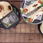 wrap con hummus, avocado e pomodorini