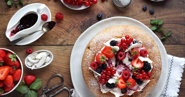 Cake al triplo cocco e frutti di bosco