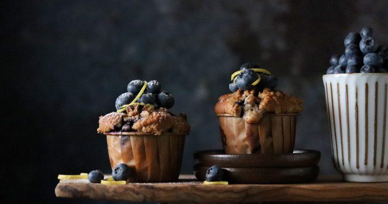 Muffin mirtilli e limone con crumble alla cannella