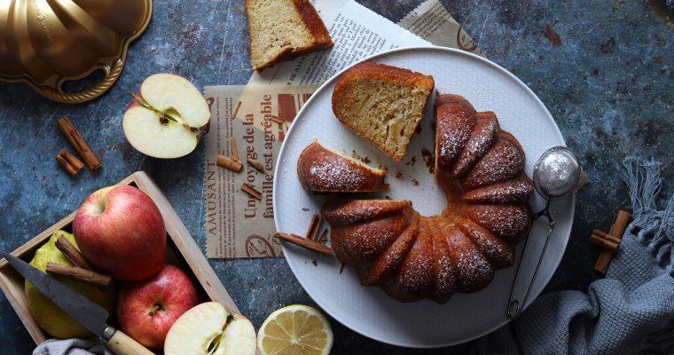 Torta speziata di mele frullate
